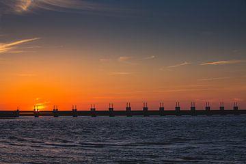 Oosterscheldekering zonsondergang 2 van Andy Troy