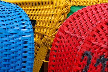 Detail van drie strandstoelen van Alice Berkien-van Mil