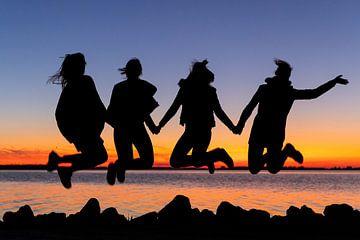 Vier vrolijk springende meiden van Hans Jansen - Lynxs Photography