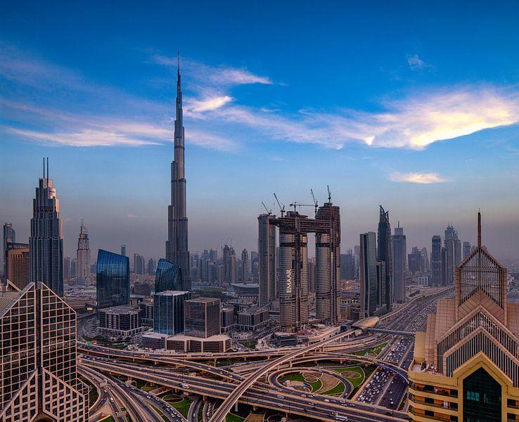Burj Khalifa en Sheikh Zayed Road in Dubai van Rene Siebring