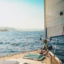 Zeilen voor de kust van Griekenland van Daphne Groeneveld