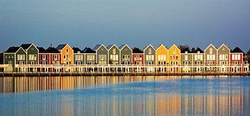 Kleurrijke huizen aan de Rietplas in Houten sur