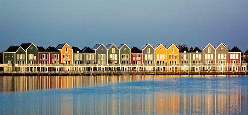 Kleurrijke huizen aan de Rietplas in Houten