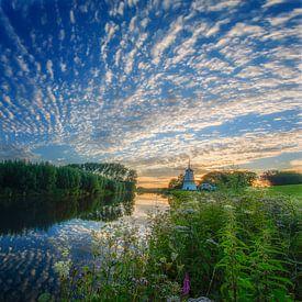 Panorama van zonsondergang Molen de Vlinder langs de rivier de Linge van Ardi Mulder