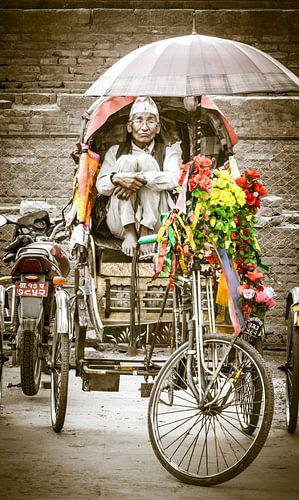 Wachten op een klant, Riksja rijder Nepal