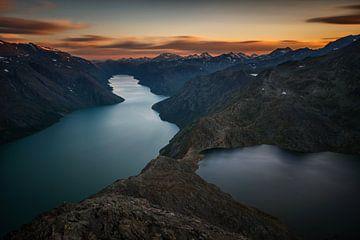 Besseggen ridge dusk von Wojciech Kruczynski