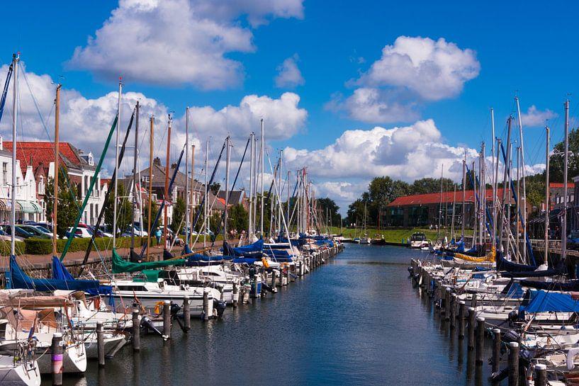 Haven van Brouwershaven van Adri Vollenhouw