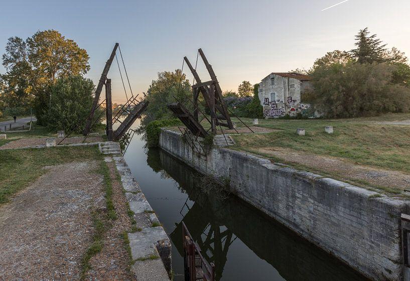 Pont-levis de Vincent van Gogh à Arles, Provence, France sur Maarten Hoek