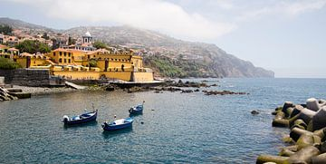 Haven met boten en kasteel, Forte de Sao Tiago, Funchal, Madeira Portugal van Sebastian Rollé - travel, nature & landscape photography