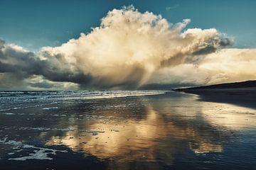 Neerslag en wolken boven de Noordzee van eric van der eijk