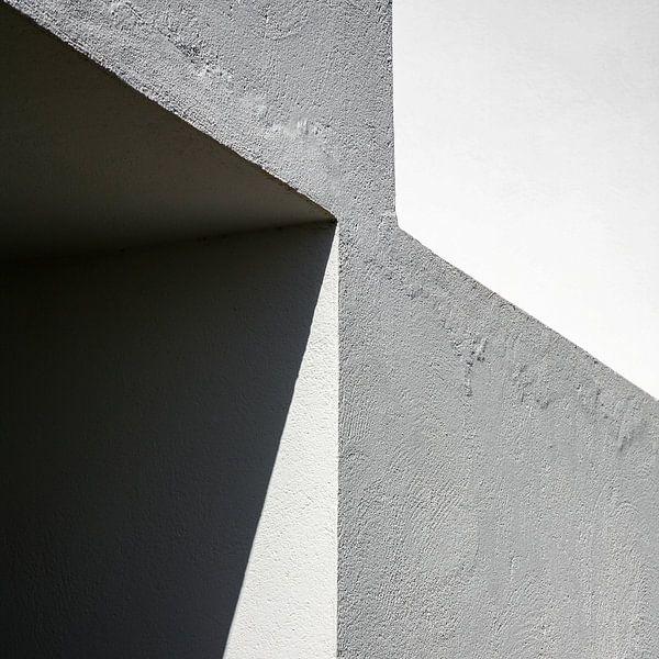 Grafisch lijnenspel in hoekmuur van Hans Kwaspen