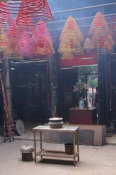 Mystique bouddhiste Tin Hau Temple, Hong Kong. sur Inge Hogenbijl