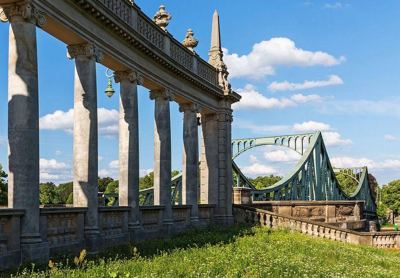 Le pont Glienicke avec ses colonnes historiques sur Frank Herrmann