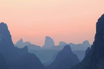 Silhouetten bergen Yangshuo