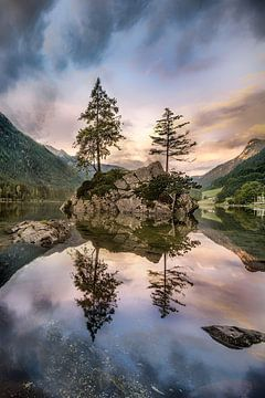 Sonnenaufgang an den Alpen am Hintersee bei Berchtesgaden in Bayern von Voss Fine Art Fotografie
