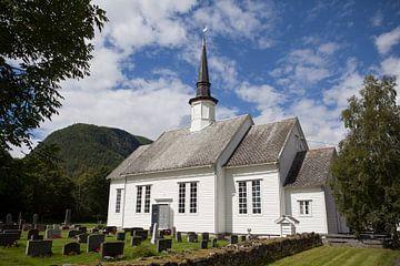 Kerk in Gjerde, Noorwegen van Kees van Dun