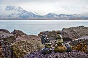 Steenmannetjes bij de Saebraut in Reykjavik, IJsland
