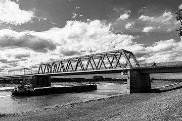 Spoorbrug Deventer zwartwit van Rick de Visser