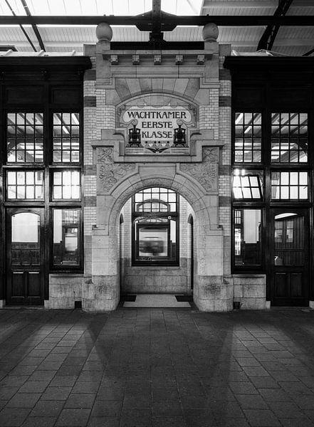 Haarlem: Station Wachtkamer Eerste Klasse van Olaf Kramer