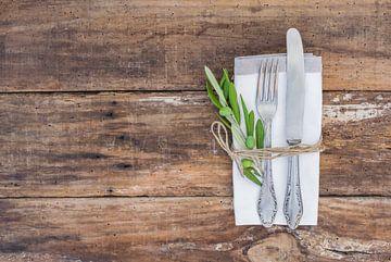 Mediterrane tafelschikking met bestek, servet van Alex Winter
