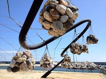 Hanging Stones van Mario Colenbrander