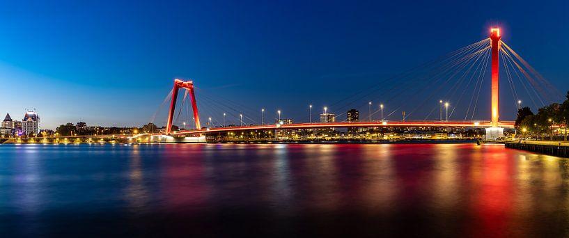 Willemsbrug in Rotterdam in de avond van Pieter van Dieren (pidi.photo)