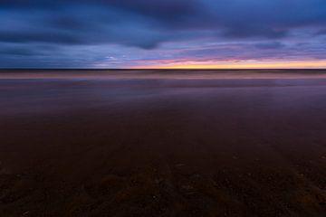 Bewolkte zonsondergang van Wim Byl