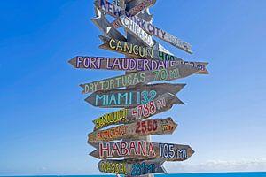Signs for different destinations, Key West, Florida, USA von