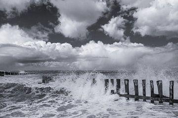 Sturm auf See (2) von Henk Verstraaten