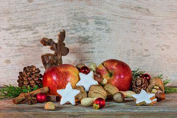 Advent en kerstversiering met rendieren, rode appels van Alex Winter
