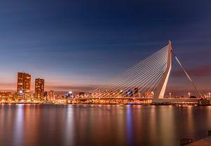 Erasmus-Brücke in der Dämmerung