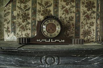 Gekke oude vervallen klok van Melvin Meijer