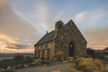 The Church of the Good Shepherd, Lake Tekapo, Nieuw-Zeeland van Tom in 't Veld