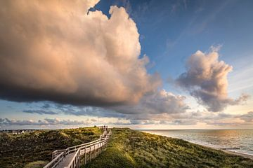 Sturmwolken über dem Weststrand bei Wenningstedt, Sylt von Christian Müringer