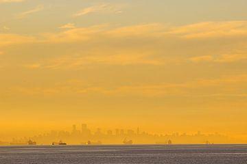 Zonsopkomst Vancouver skyline von Louise Poortvliet