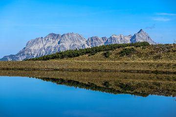 spiegeling in Bergmeer von Peter Heins