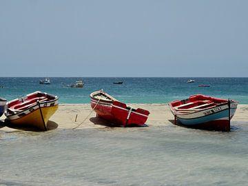 Vissers boten op het strand van Rien Koorevaar