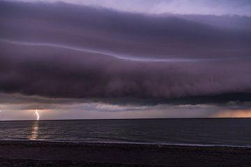 Shelf cloud aan de Zeeuwse kust van Maurice Hamming