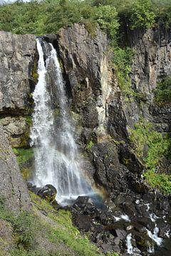 Wasserfall im Skaftafell Nationalpark bei Sonnenschein von Jutta Klassen