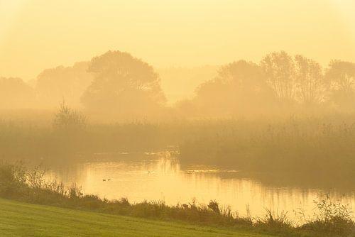 Zonsopgang over de IJssel tijdens een mooie herfstochtend
