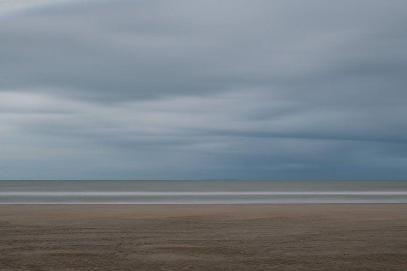 Sobere en abstracte strandfoto van Jim De Sitter
