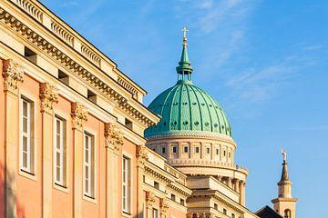 Stadspaleis en Nikolai-kerk in Potsdam van Werner Dieterich