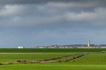 Het dorpje West Terschelling gezien vanaf het waddeneiland Terschelling in het noorden van Nederland van Tonko Oosterink