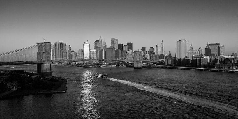 Ochtendgloren over New York Manhattan (zwart-wit) von Jean-Paul Wagemakers