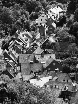 Monschau in de Eifel 4 Zwart-wit van Jörg Hausmann