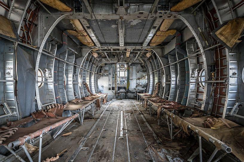 Vliegtuig voor gewonden transport van Inge van den Brande