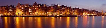 Panorama d'Amsterdam sur l'Amstel la nuit sur Nisangha Masselink