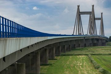 Brug naar Beneden-Leeuwen, Willem Alexanderbrug