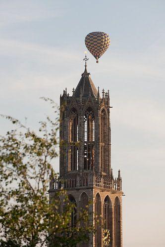 Domtoren Utrecht met luchtballon van Remke Spijkers