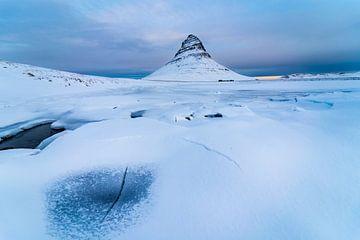Zonsopkomst bij Kirkjufell in IJsland van Henry Oude Egberink